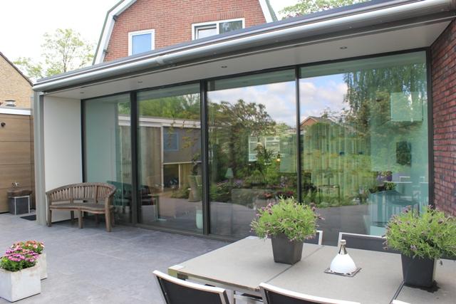 moderne serre met minimal windows serre met lichtstraat. Black Bedroom Furniture Sets. Home Design Ideas